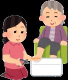 お着替えのお手伝い、洗面・歯磨き、日常的な爪切りや髪のお手入れなどの介助をさせていただきます。