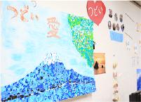 ご利用者様が制作された作品や、皆様のお写真などを飾らせていただいています。