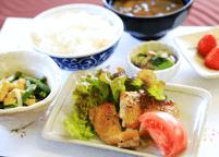 栄養士の献立により、バランスの良い栄養に富んだ食事を、食堂でお召し上がりいただけます。